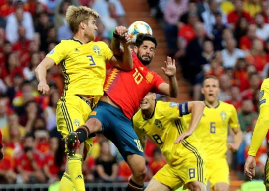 สเปน พบ สวีเดน-กระโดดโหม่งบอล